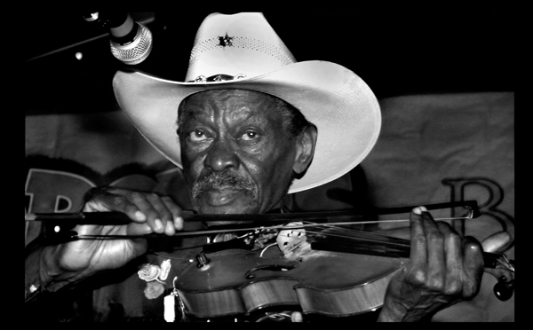 Clarence Gatemouth Brown performing at the New Orleans Jazz & Heritage Festival in 2004