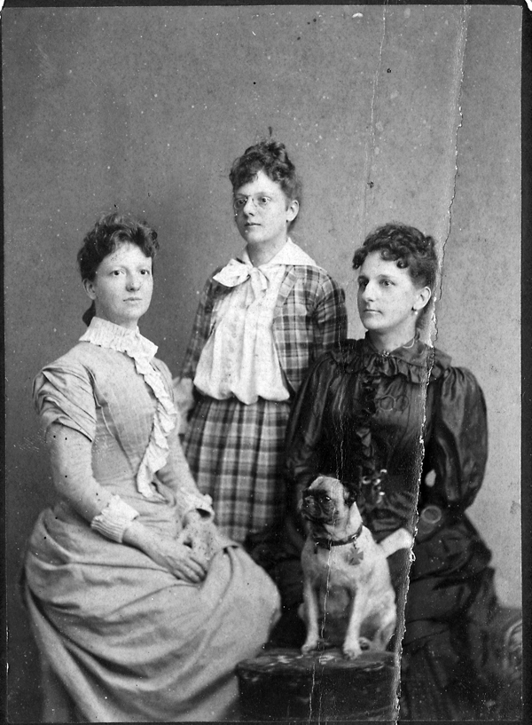 Grace King and her sisters Flora Ann King and Nina King