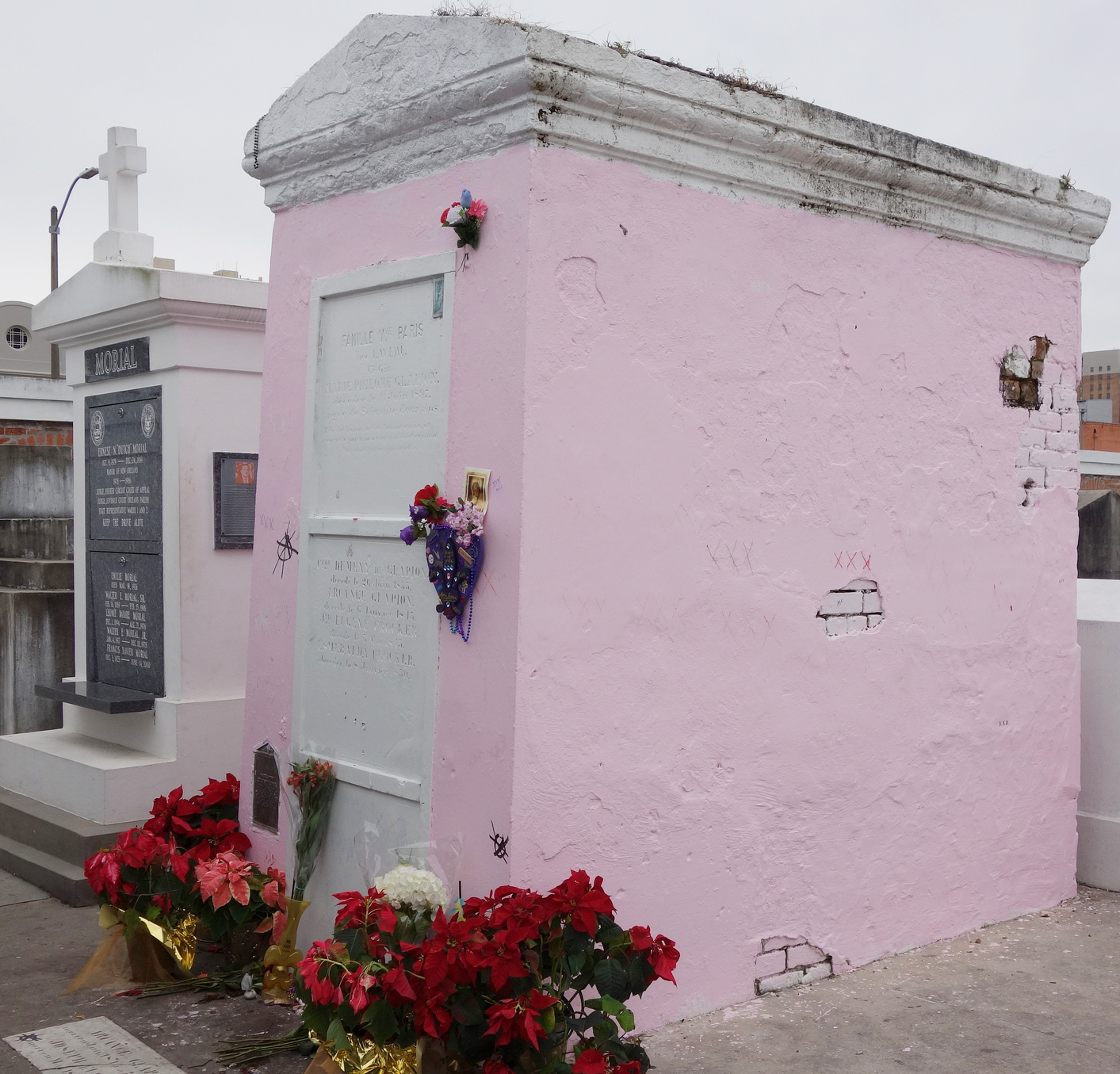 Famille de Vve Paris née Laveau: The Tomb of Marie Laveau ...