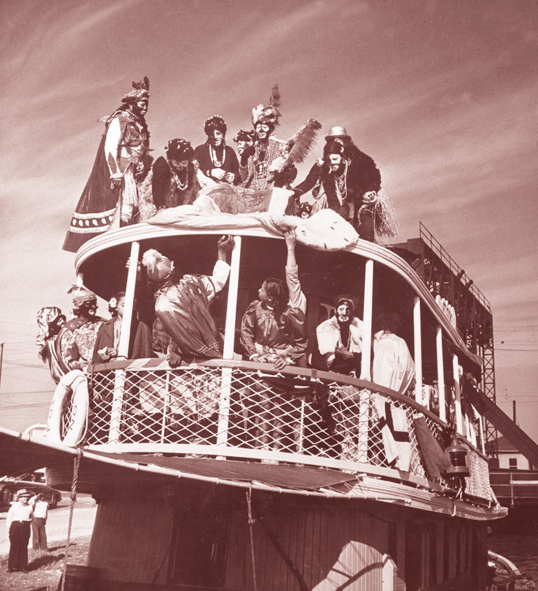 From 1917 into the 1950s, King Zulu arrived at the Old Basin canal by boat to begin the Zulu parade. Hundreds of persons gathered at the landing site to welcome the King during these years.