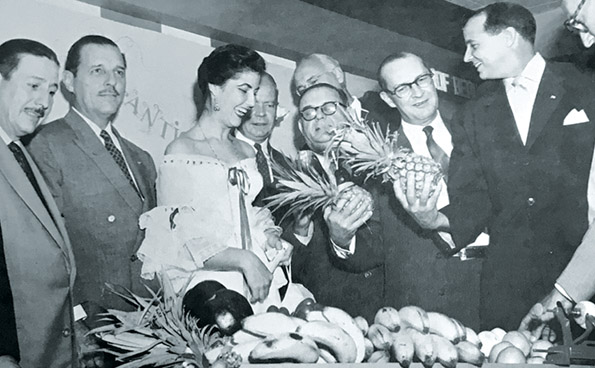 Mayor Morrison (far right) and Henry Sargent, president of the American & Foreign Power Company, admire pineapples at the Cuban Panorama exhibit. Courtesy of International Trade Mart
